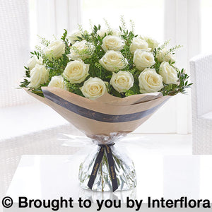 Dramatic 18 White Roses