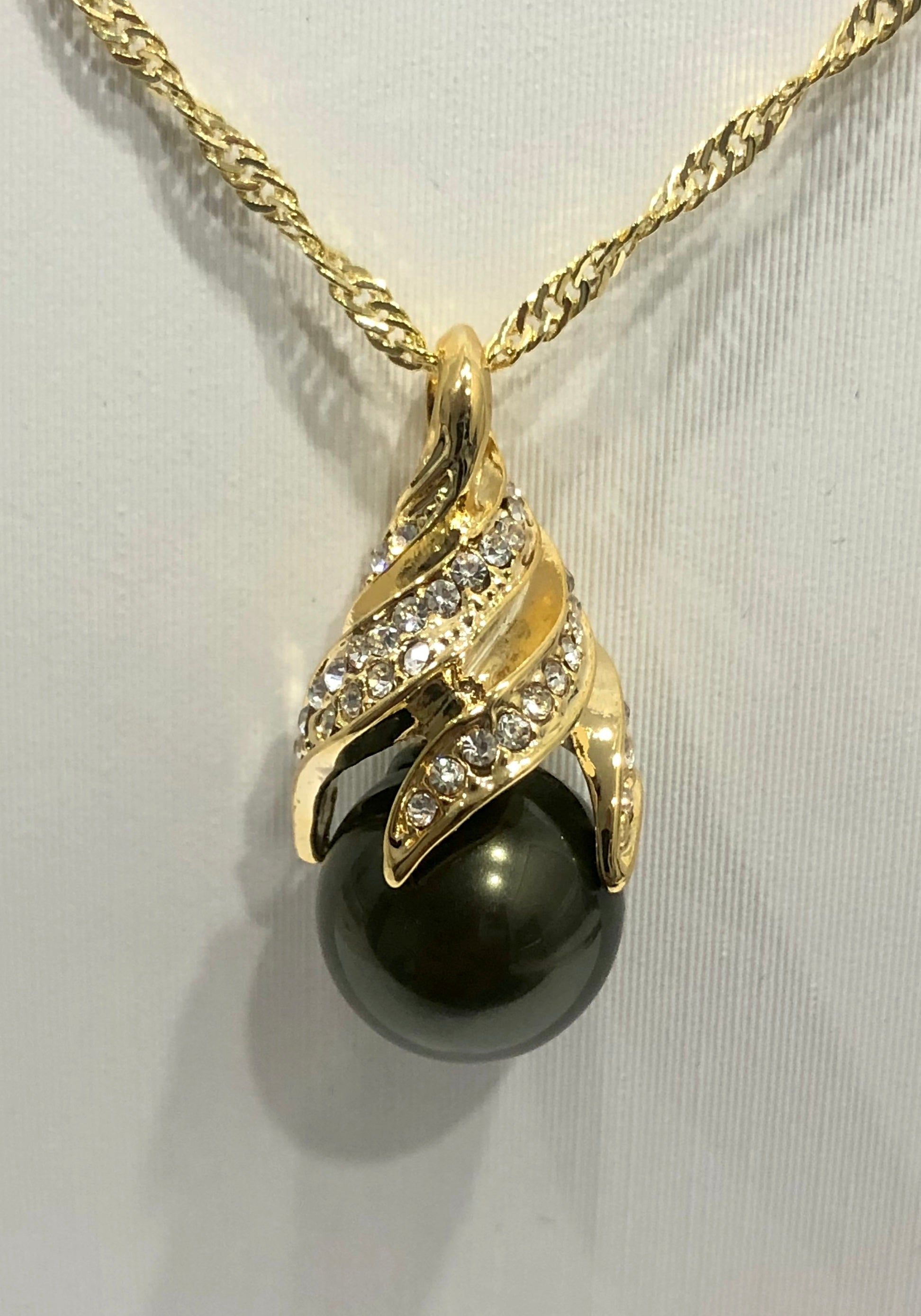 18ct Gold Plated Faux Pearl Pendant - 01