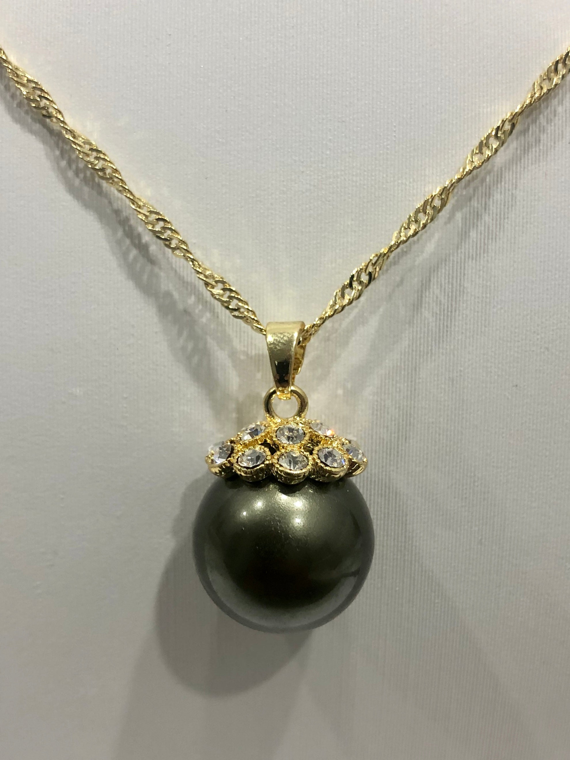 18ct Gold Plated Faux Pearl Pendant - 10