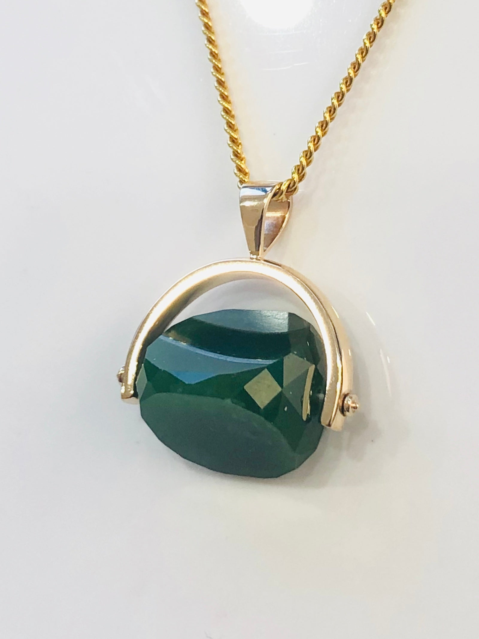 9ct Gold Spinning Greenstone Pendant
