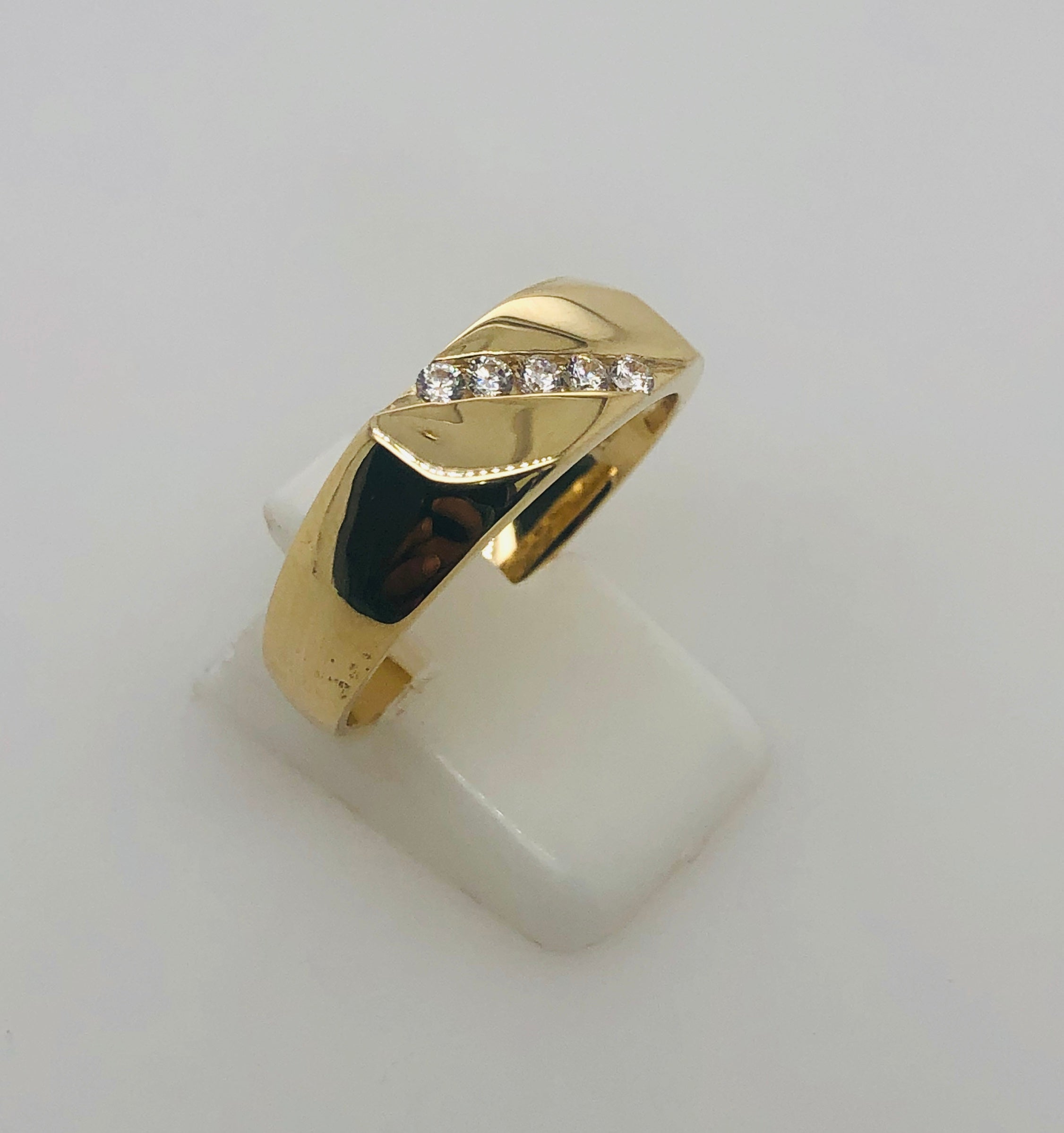 9ct Gold Gents Ring With Line Of CZ Setting - 006