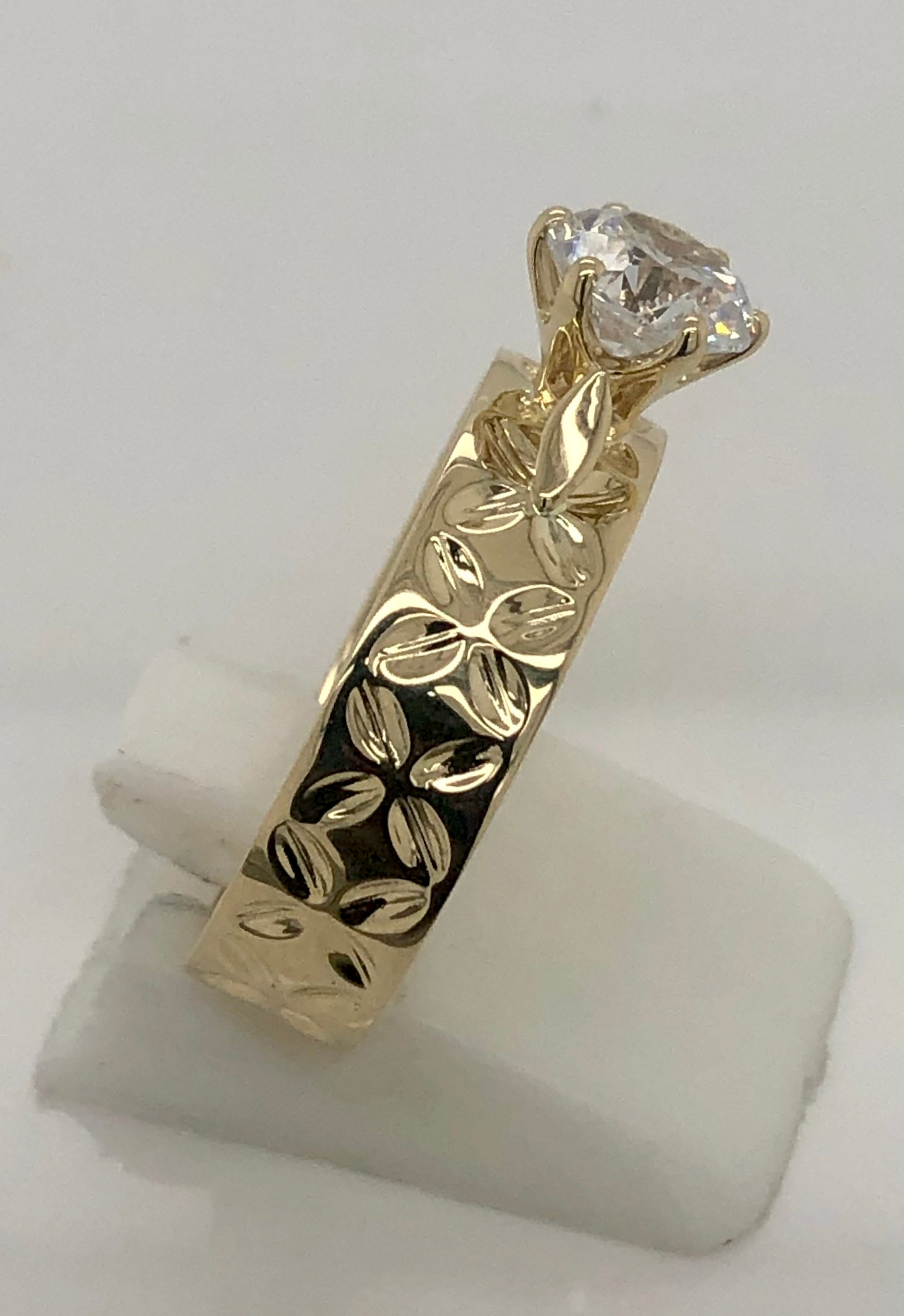9ct Gold Ladies Cubic Zirconia Ring 007