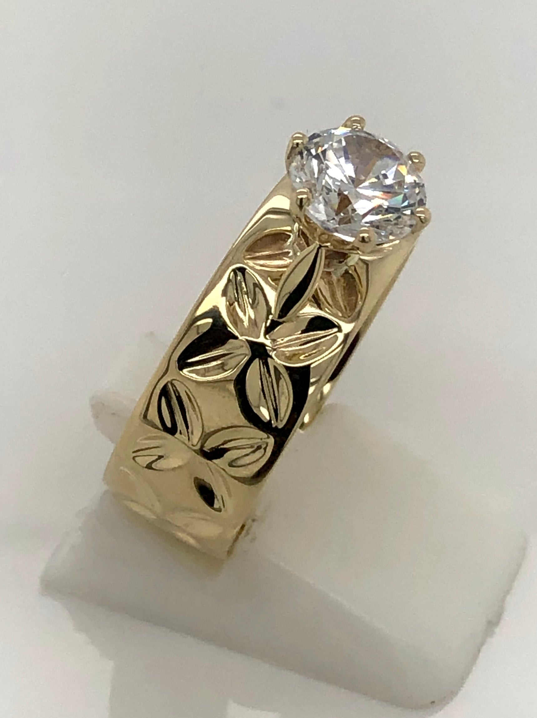 9ct Gold Ladies Cubic Zirconia Ring 008