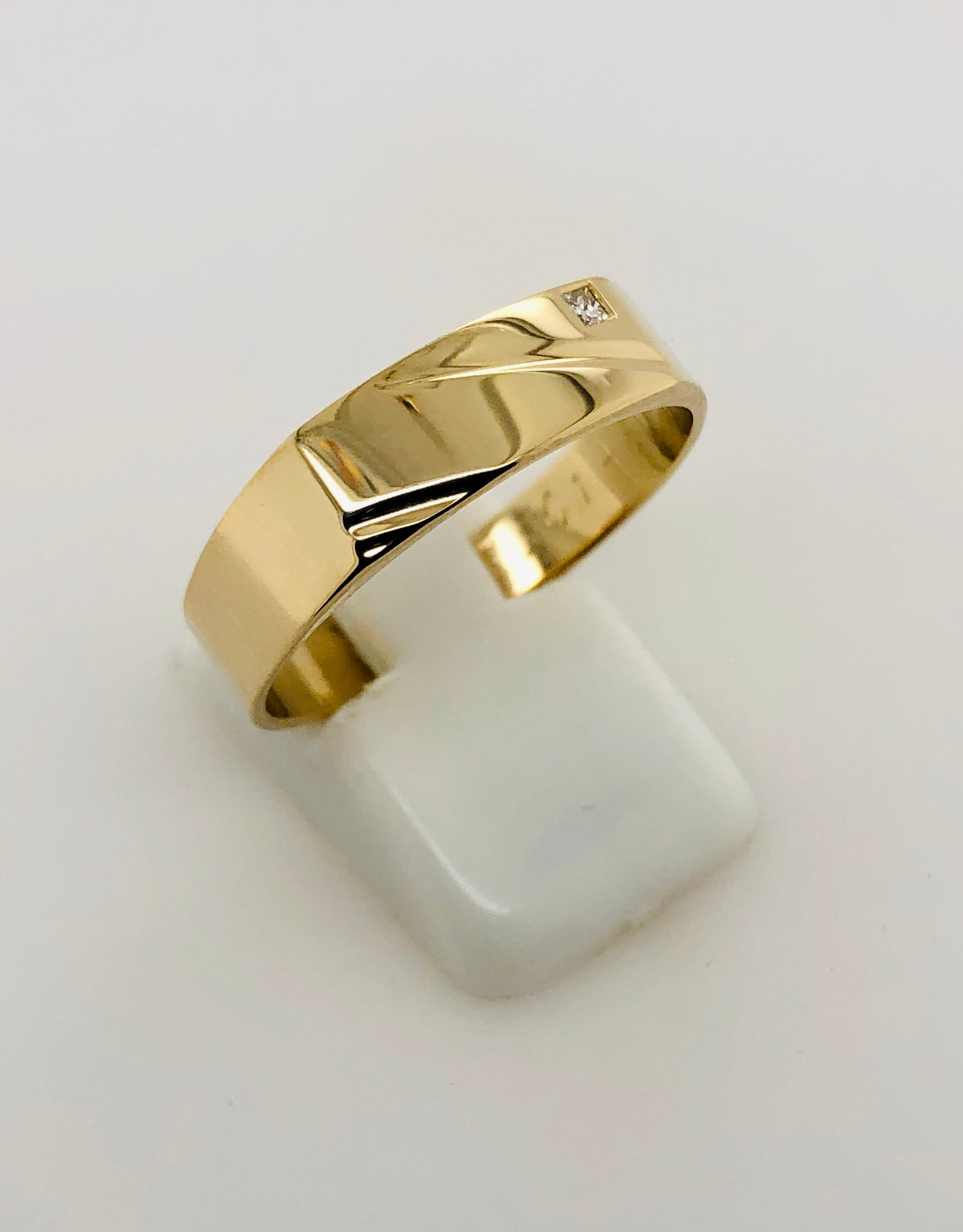 9ct Gold Gents Ring 020