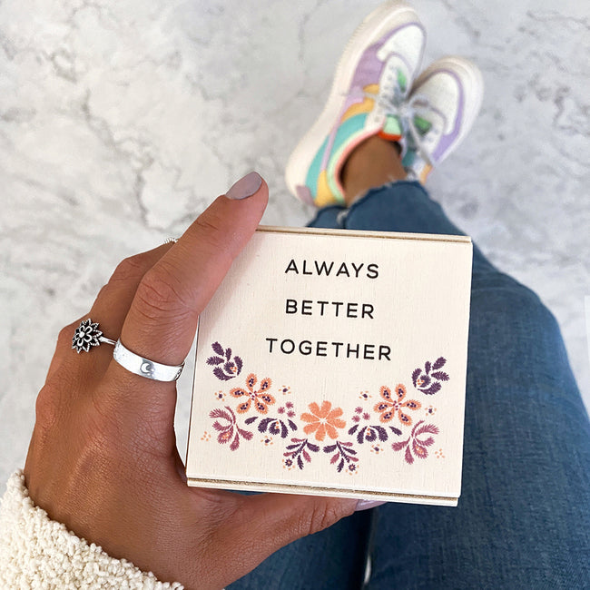 Caja diseño floral always better together