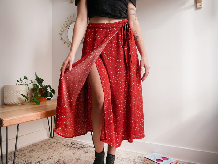 5 Style Tips to Rock a Midi Skirt
