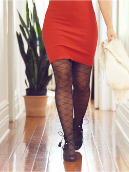 Collant carreaux et robe rouge