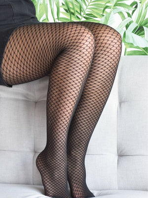 honeycomb tights with black dress - collant alvéole avec robe noire