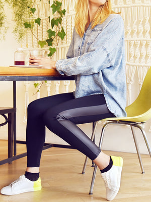 Legging with Faux Leather Insert with denim blouse and sneakers - leggings avec bande similicuir avec chemise jean et basket