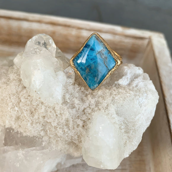 Apatite Ring in Gold
