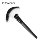O.TWO.O New High Quality Professional Makeup Brushes Flawless Blush Powder Brush Black Stick Fan-shaped Blush Makeup Brush Free