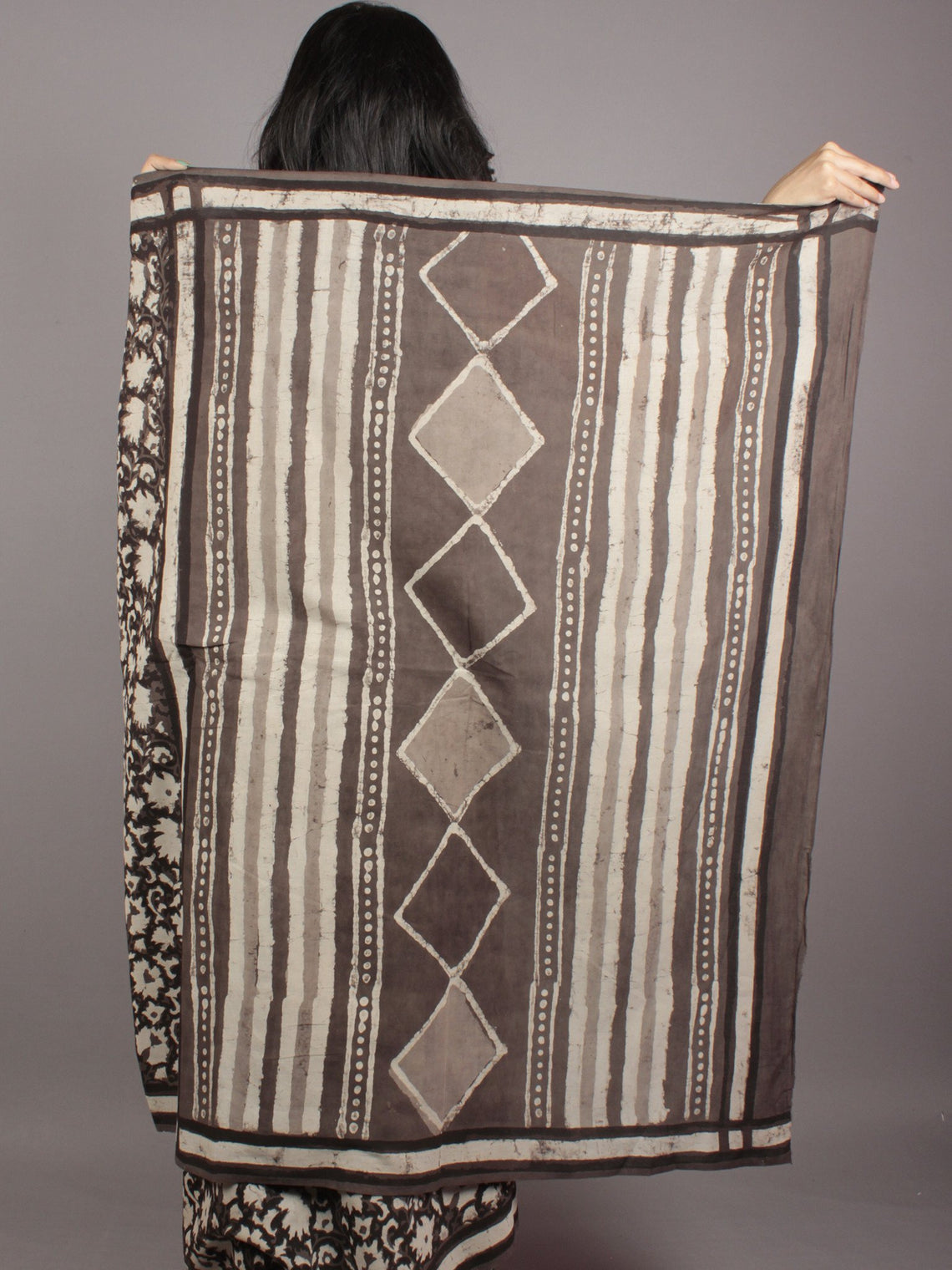 Black Kashish Ivory Black Hand Block Printed in Cotton Mul Saree - S031701766