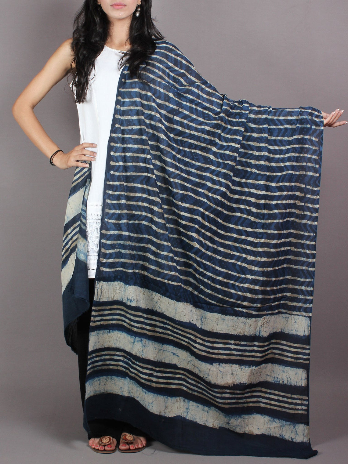Indigo White Cotton Mul Hand Block Printed Dupatta With Beige Putai - D0417070