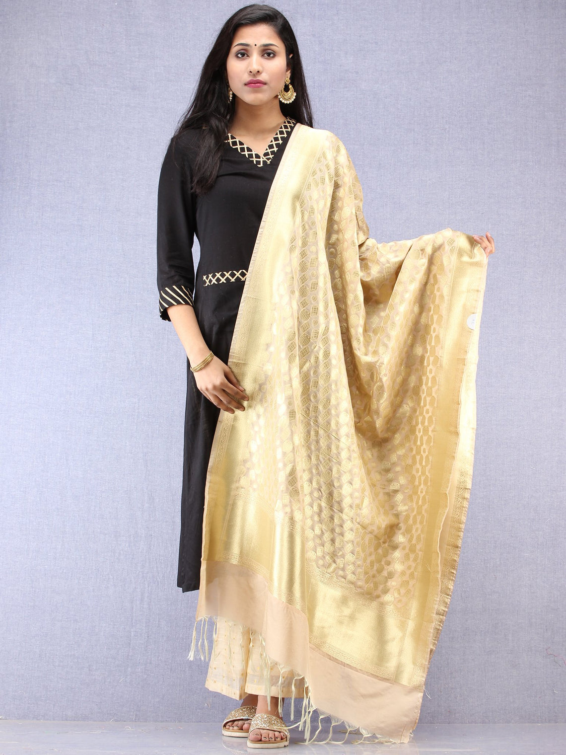 Banarasi Kanni Silk Dupatta With Zari Work - Ivory & Gold - D04170869