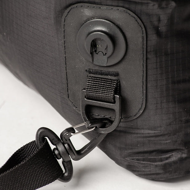clip for the shoulder strap on no sugar dry bag