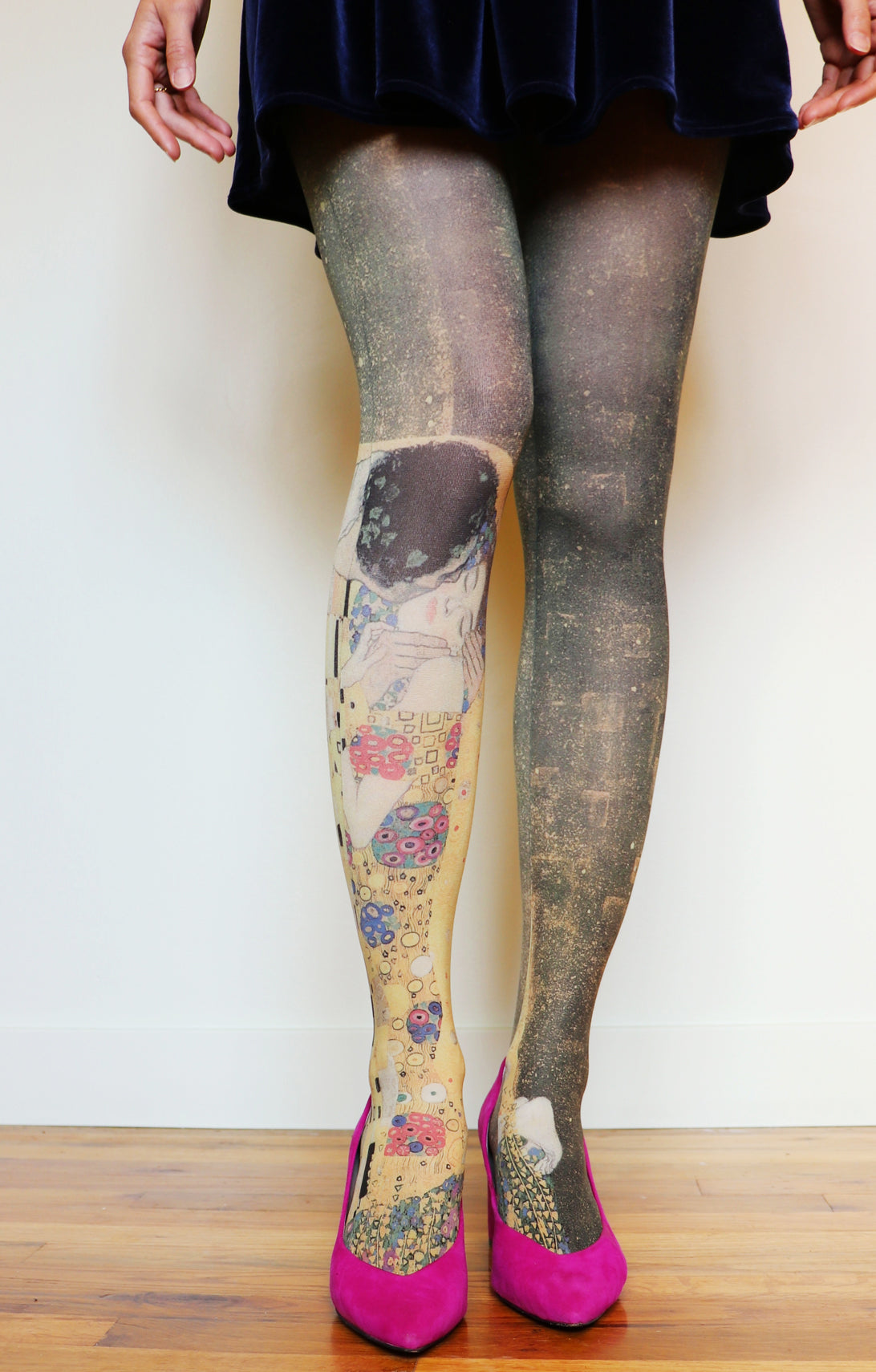 THE KISS BY GUSTAV KLIMT PRINTED TIGHTS