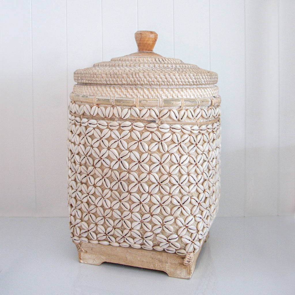 RATTAN SHELL BASKET / WHITE
