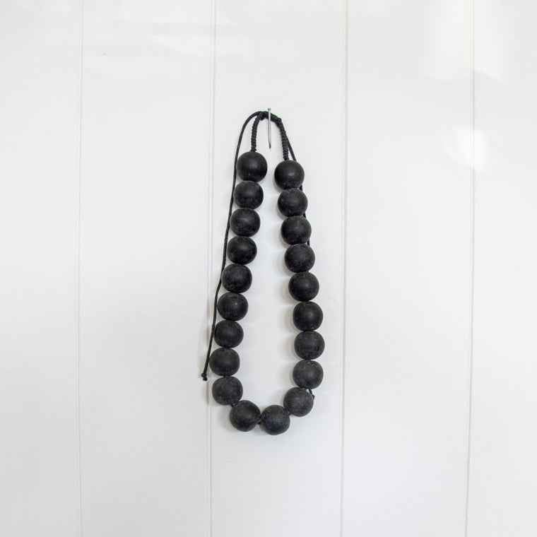 BE BOLD BEADED NECKLACE | BLACK
