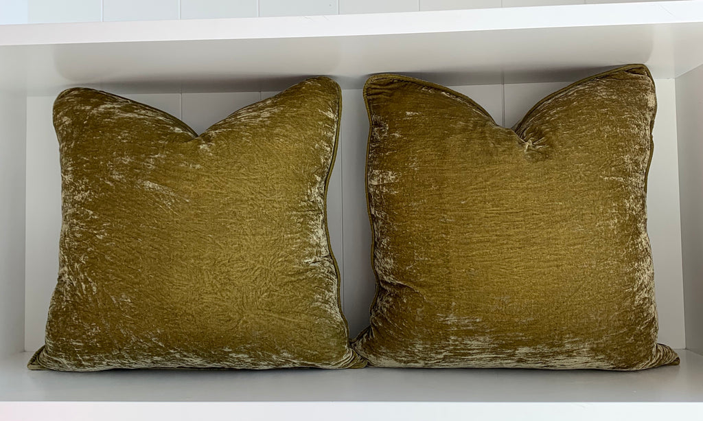 CRUSHED SILK VELVET CUSHION | PISTACHIO