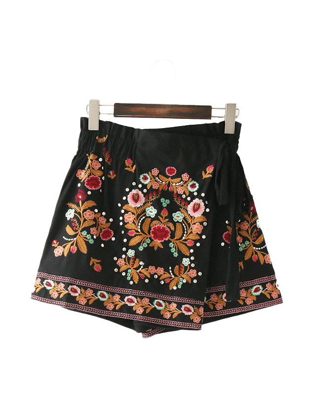 Elin Embroidered Skirt Shorts
