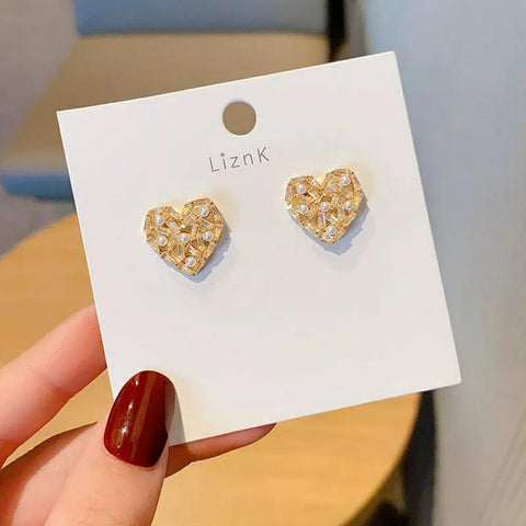 Saffy White Earrings