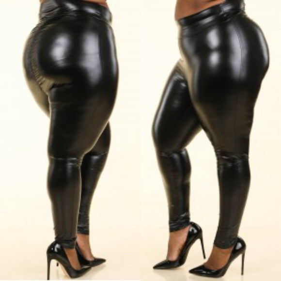 1X-3X Fabulous Black pu ruched back leggings