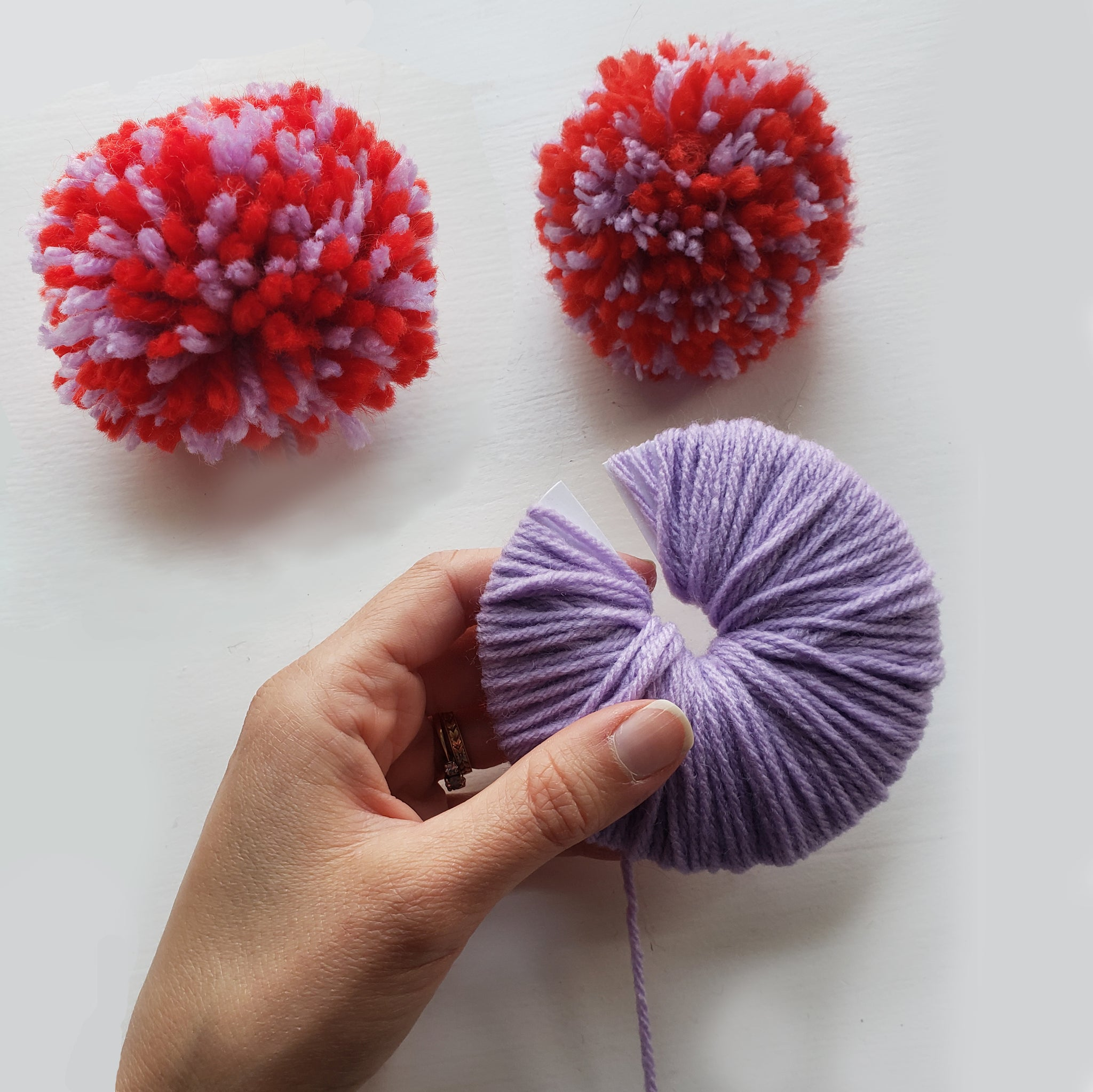 How to make a yarn pom pom