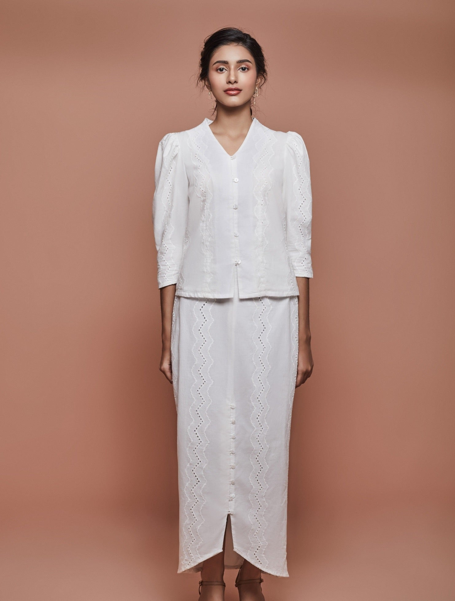 Jul Puffy Kebaya in White Cotton Lace
