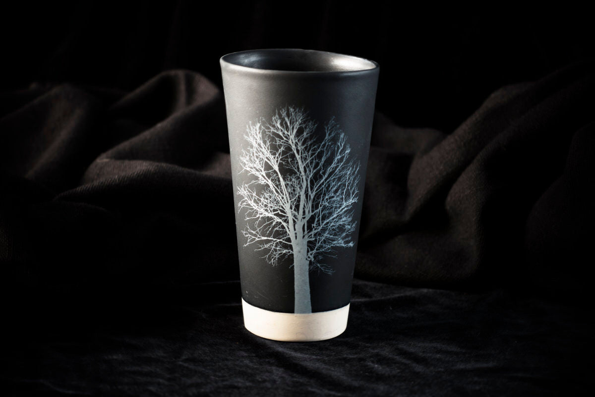 Oma design tumbler. Black ceramics handmade in Barcelona.