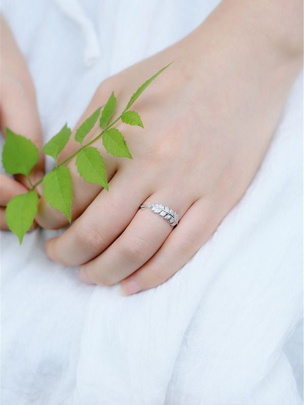 Lustrous Leaves Ring