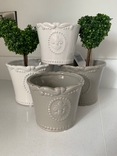 Plant pot with fleur de lis design (white or grey)