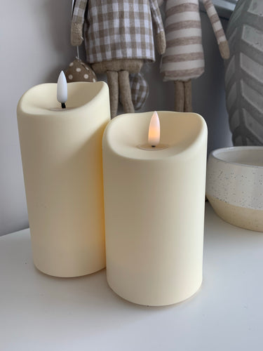 Flickering outdoor flame LED candle (2 Sizes)
