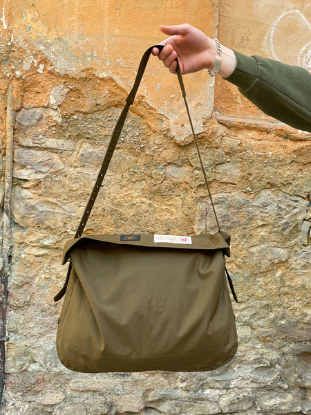 Black Sign British Oiled Cotton Hunting Bag / Oiled Khaki