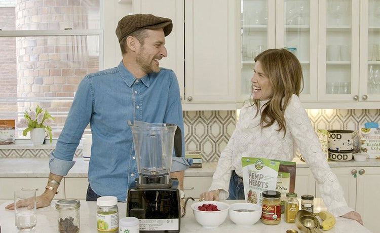 How to Make a Delicious Vegan Superfood Smoothie—Starring Celebrity Photographer Alexi Lubomirski