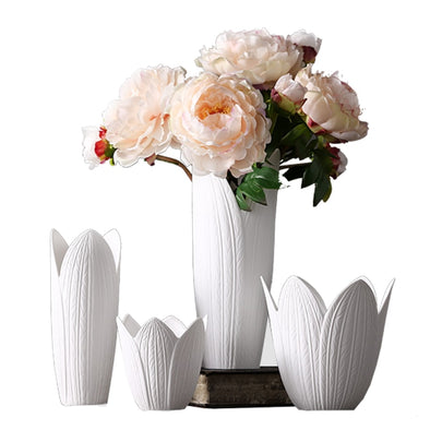 Modern Simple White Porcelain Crafts Ceramic Vase Petal Shape Flower Vase Ornaments Tabletop Vases Home Decoration Wedding Gifts