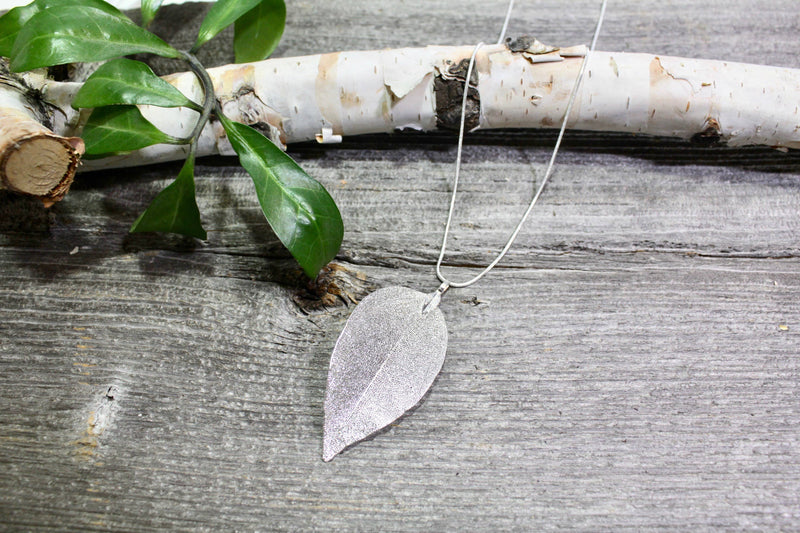 Beautifull Boundaries - Dipped leaf necklace