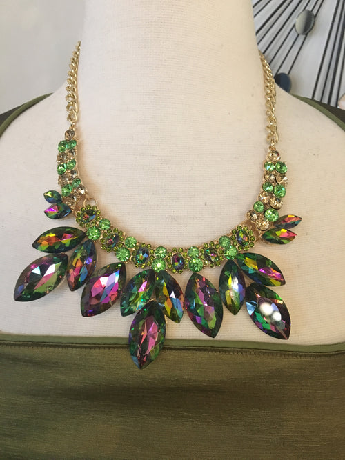 Multifaceted multicolor statement necklace