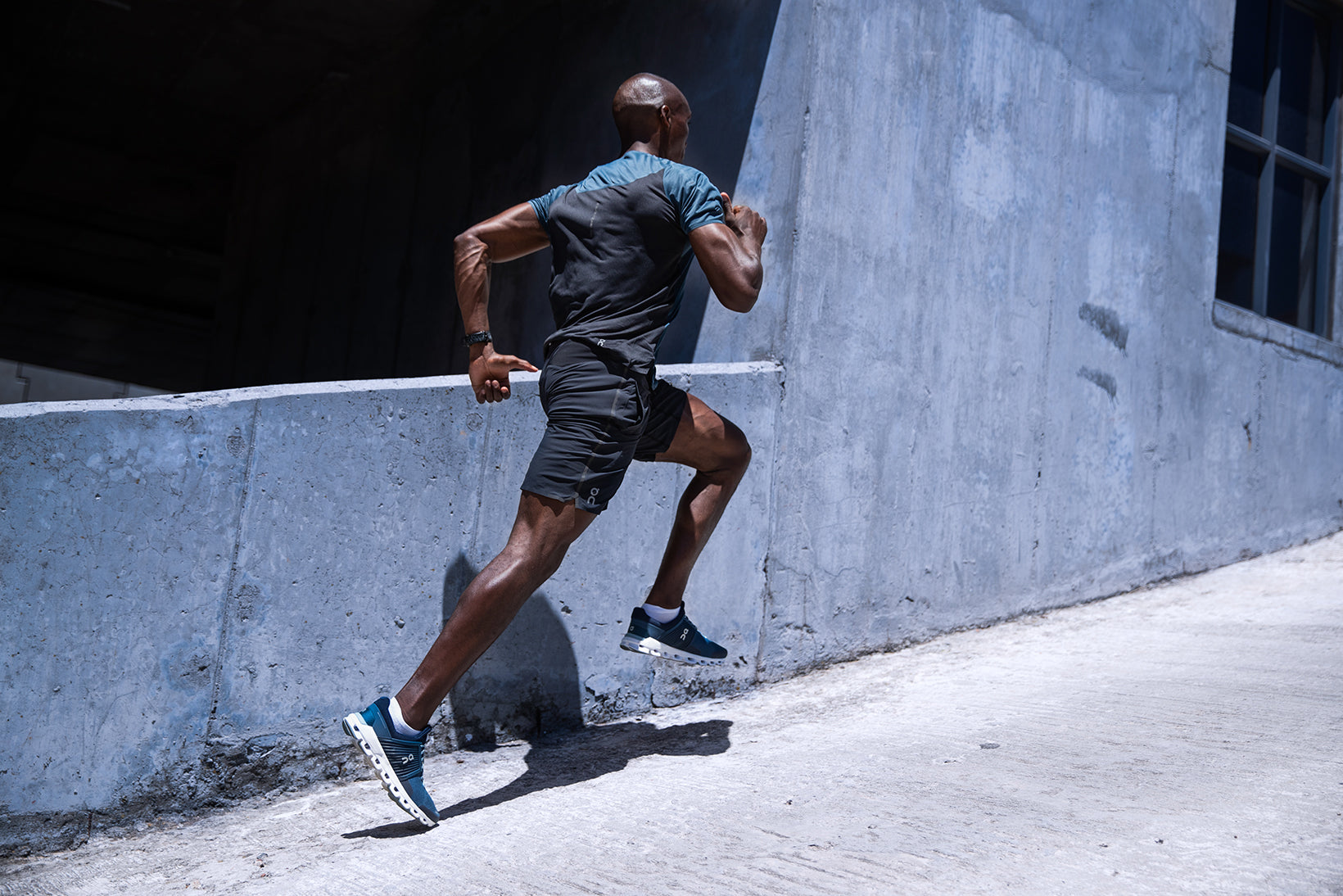 Man running in Cloudswift Denim Midnight