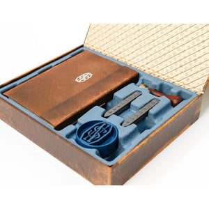 FANTASTIC BEASTS AND WHERE TO FIND THEM™ NEWT SCAMANDER™ Deluxe Stationery Set