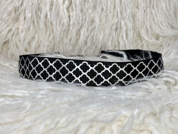 Black quatrefoil silver lattice patterned adjustable no slip headband.