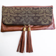 Reya Foldover Clutch ( Brown )