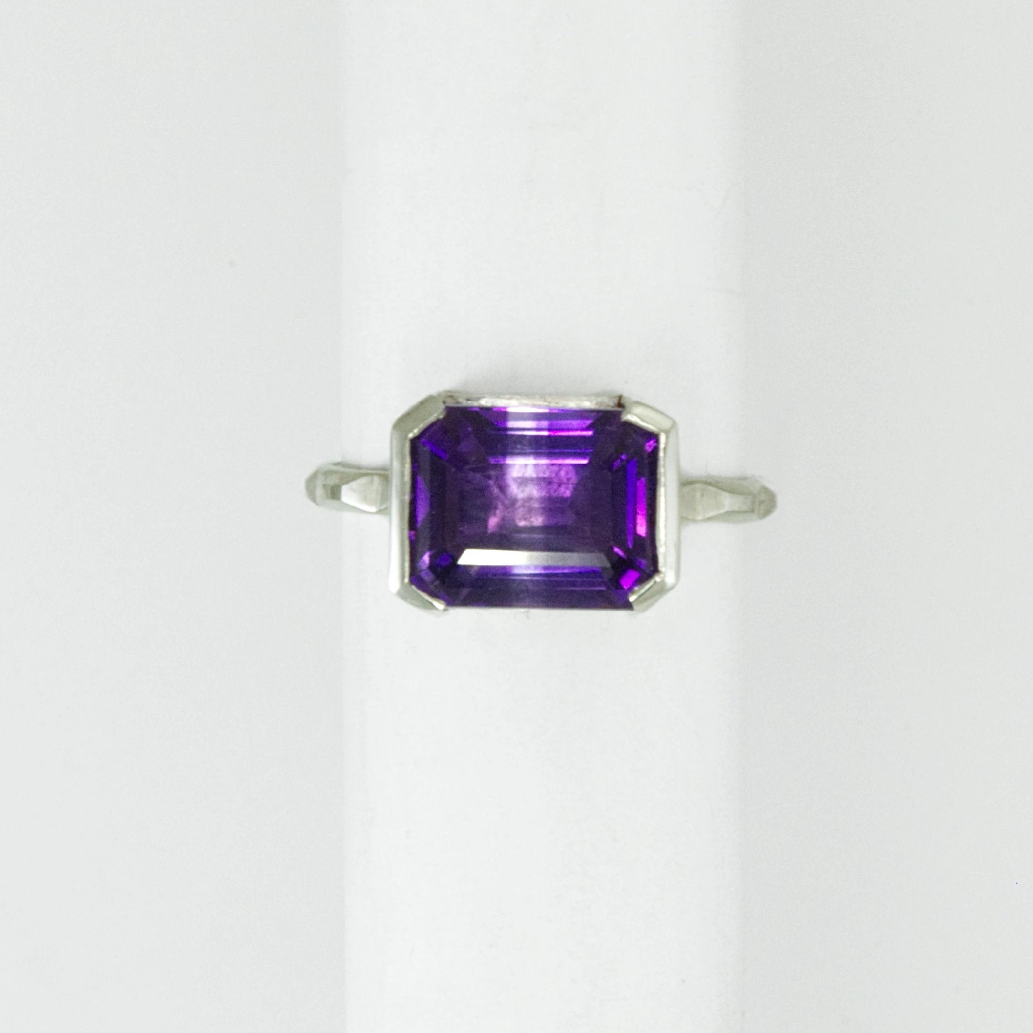 Bracket Set Amethyst Frusta Ring - Size 6.5