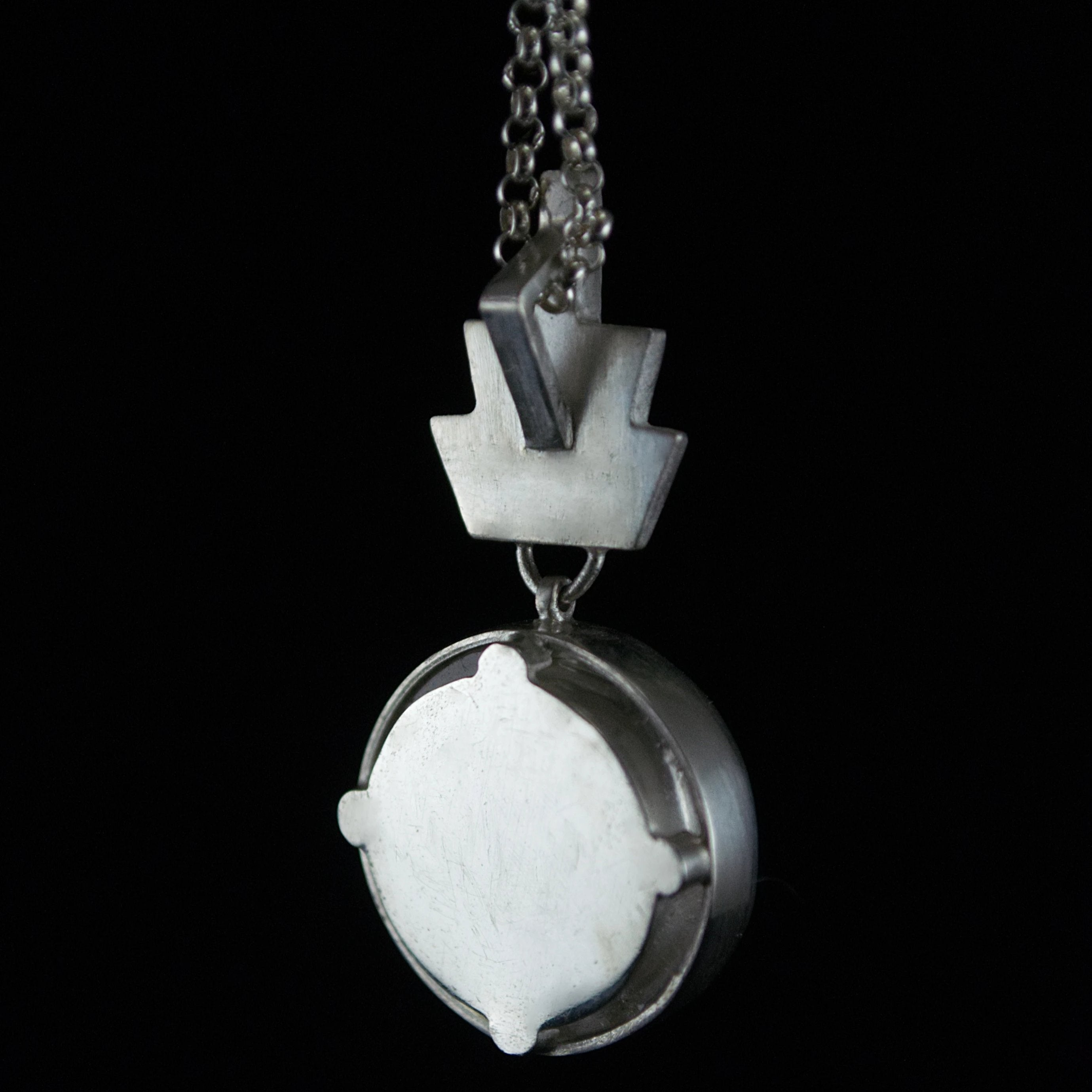 Deco Oculus Pendant in Quartz