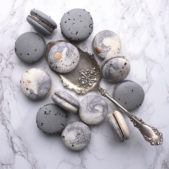 marble wedding macarons