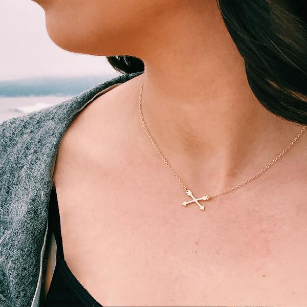 Crossing Arrows gold Charm Necklace