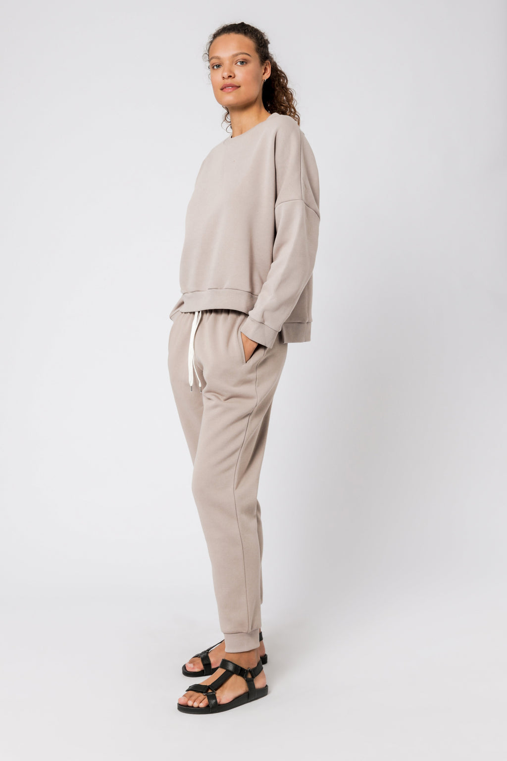 Nude Lucy Carter oversized sweat