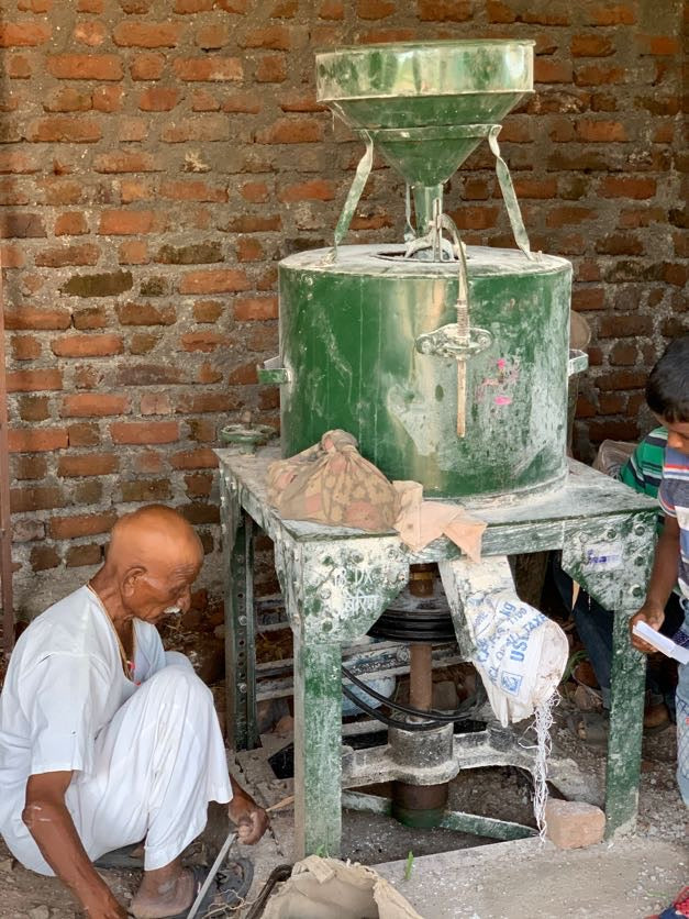 Stone grounded wheat, stone grounded khapli atta, traditional flour making machine, how to make flour at home, traditional method, happy work, healthy khapli atta, healthy emmer wheat