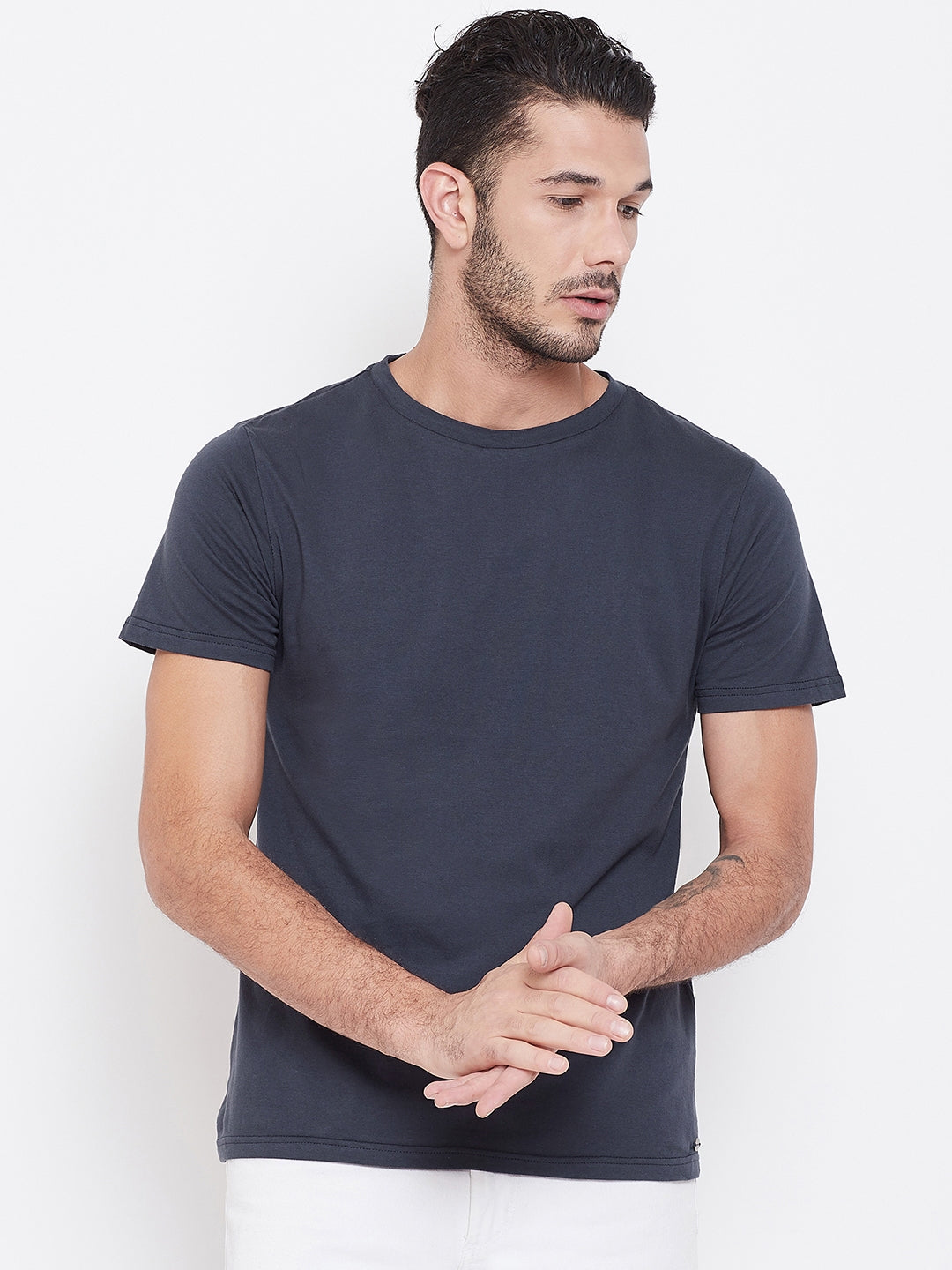 Men Navy Blue Solid Round Neck T-shirt
