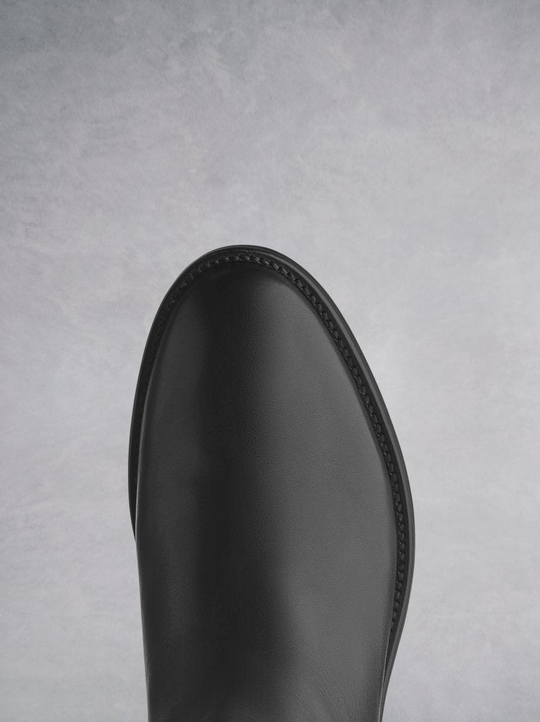 Arietty Black Leather, with premium calf leather lining, and a classical round toe shape.