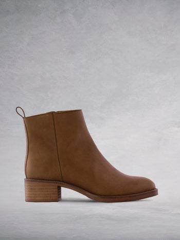 Arietty Tan Leather - Block-heeled round toe ankle boots.